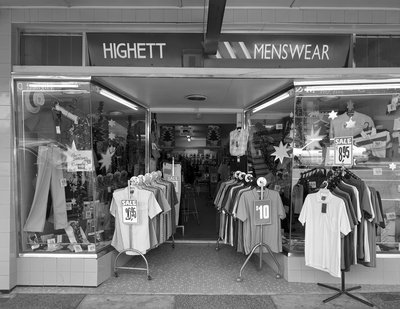 09083_Highett_Menswear_90mm_F22_HalfSec_FP4_003_web.jpg